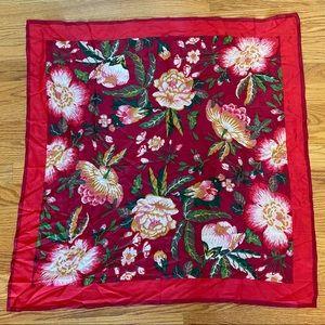 🎉5/20 SALE🎉 Oscar de la renta silk floral scarf